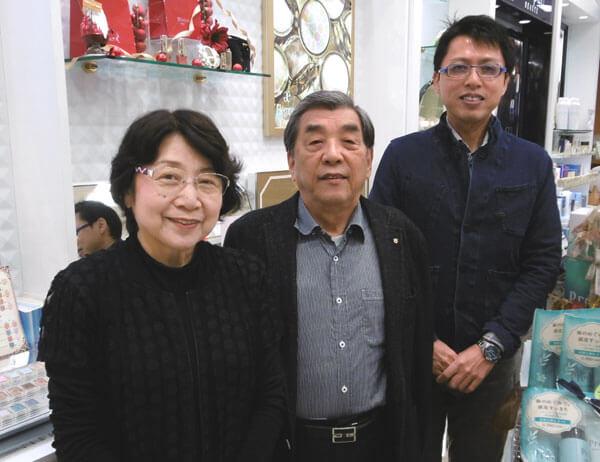 会長の奥さん、会長、社長の写真
